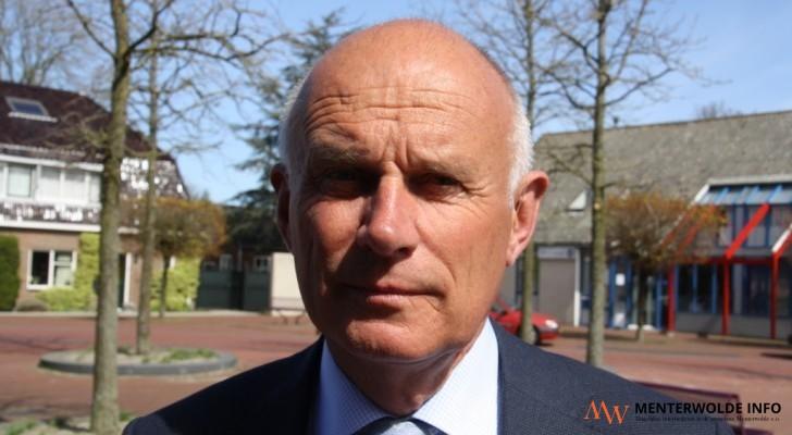 Burgemeester Rein Munniksma van Menterwolde vindt het jammer dat de wethouders Jan Velthuis en Roelof Vos van Menterwolde Gewoon en Matty Siersema (Kritisch ... - 19_5618_1162_1446820755