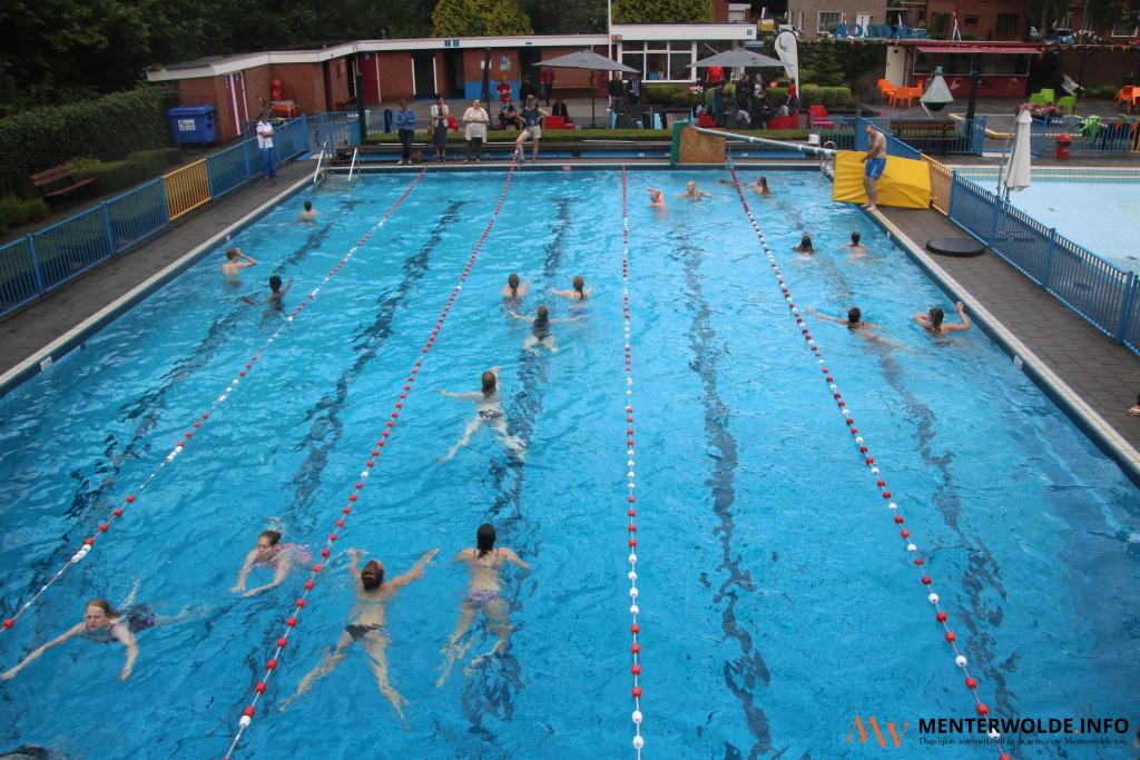 Wp Leerlingen Zwemmen In Meeden Voor Umcg Kanker Researchfonds