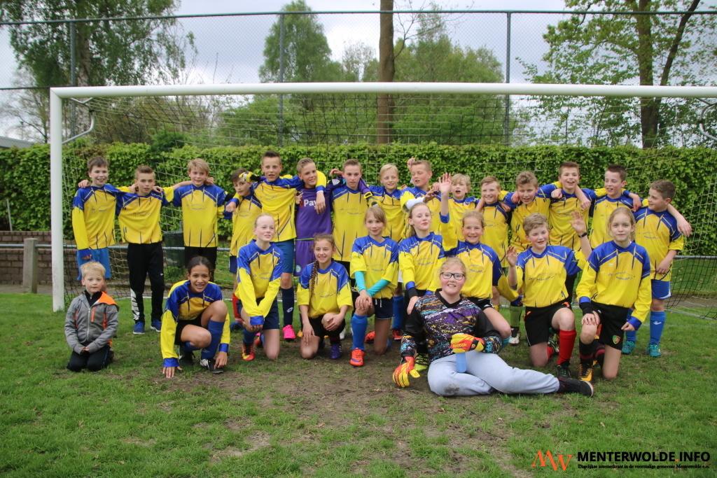 Schoolvoetballers uit 'Menterwolde' komen nu in Harkstede ...